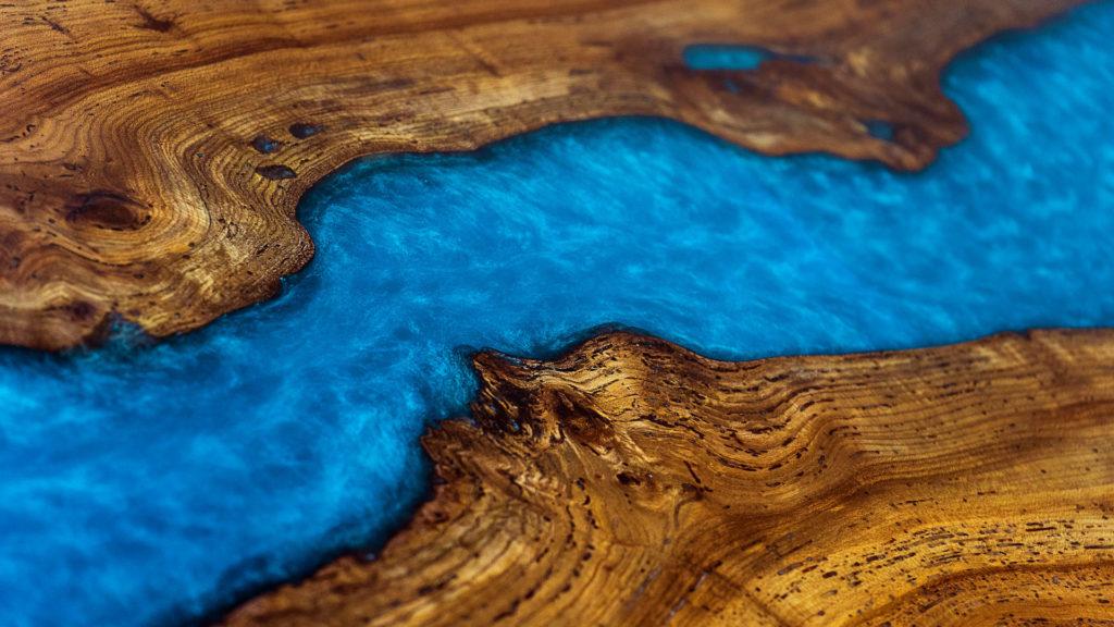 Résine epoxy bleue - table sur mesure par ABT menuiserie