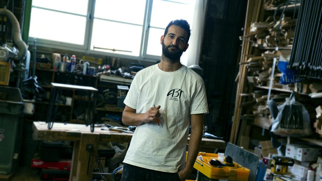 Tom Labrousse est un artisan menuisier basé à Bordeaux
